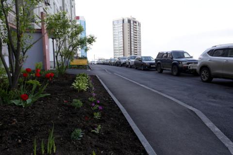 Отремонтированные дворы принимают жители Владивостока