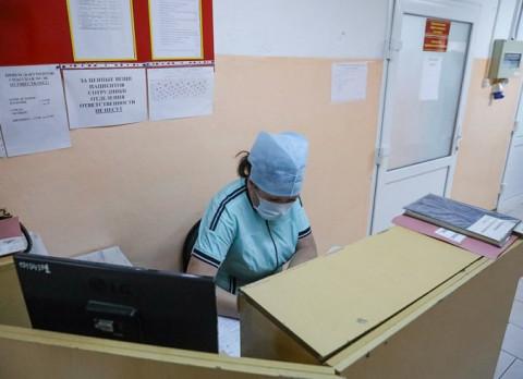 Буйный пациент чуть не зарезал охранника больницы