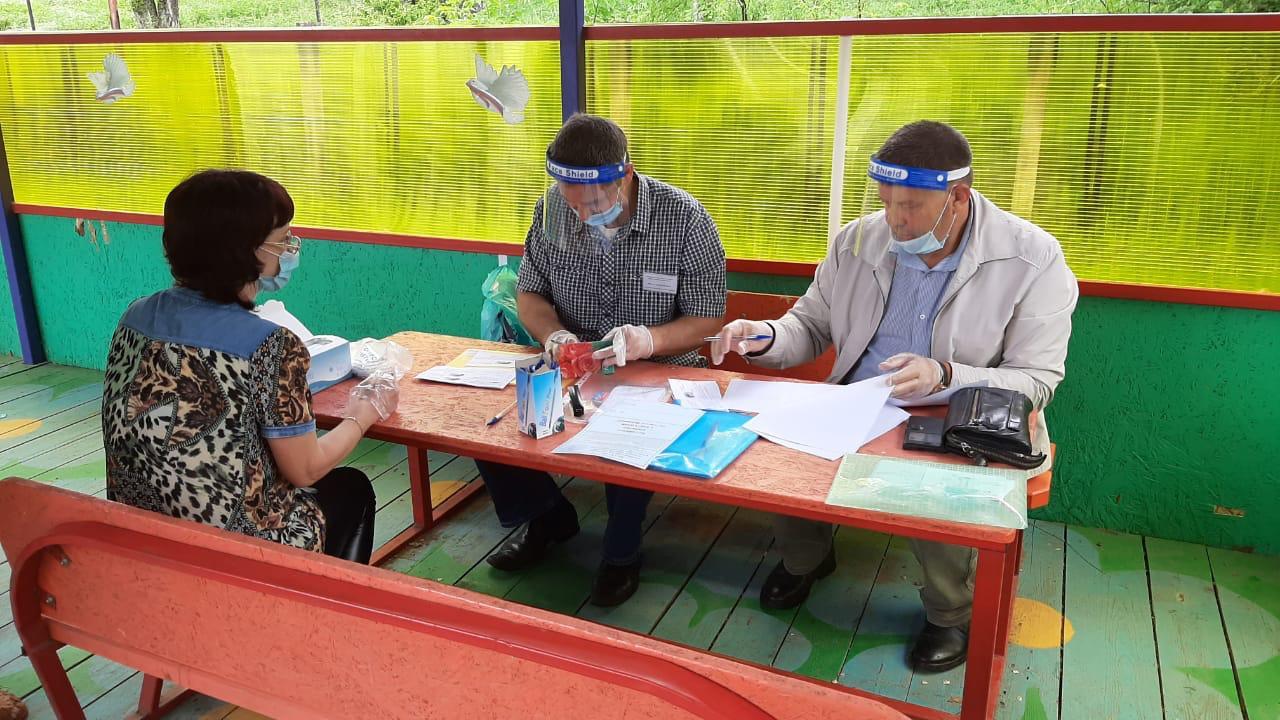 Жители Арсеньева голосуют как на избирательных участках, так и на придомовых территориях