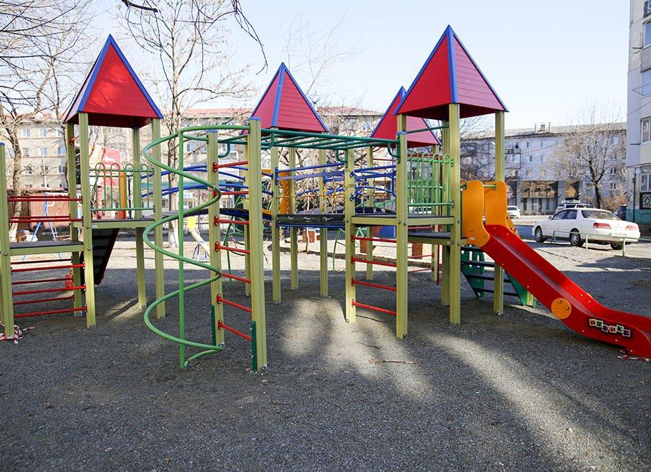 По губернаторской программе ремонтируют 84 двора во Владивостоке