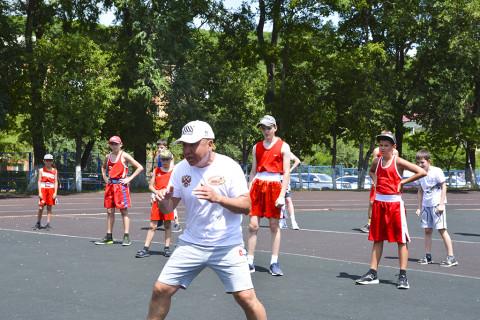 Мастер-класс по боксу провели для юных жителей Приморья