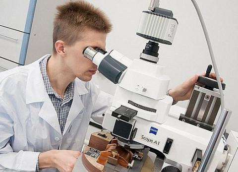 Вирусолог объяснил, зачем нужны совместные испытания AstraZeneca и «Спутника Лайт»