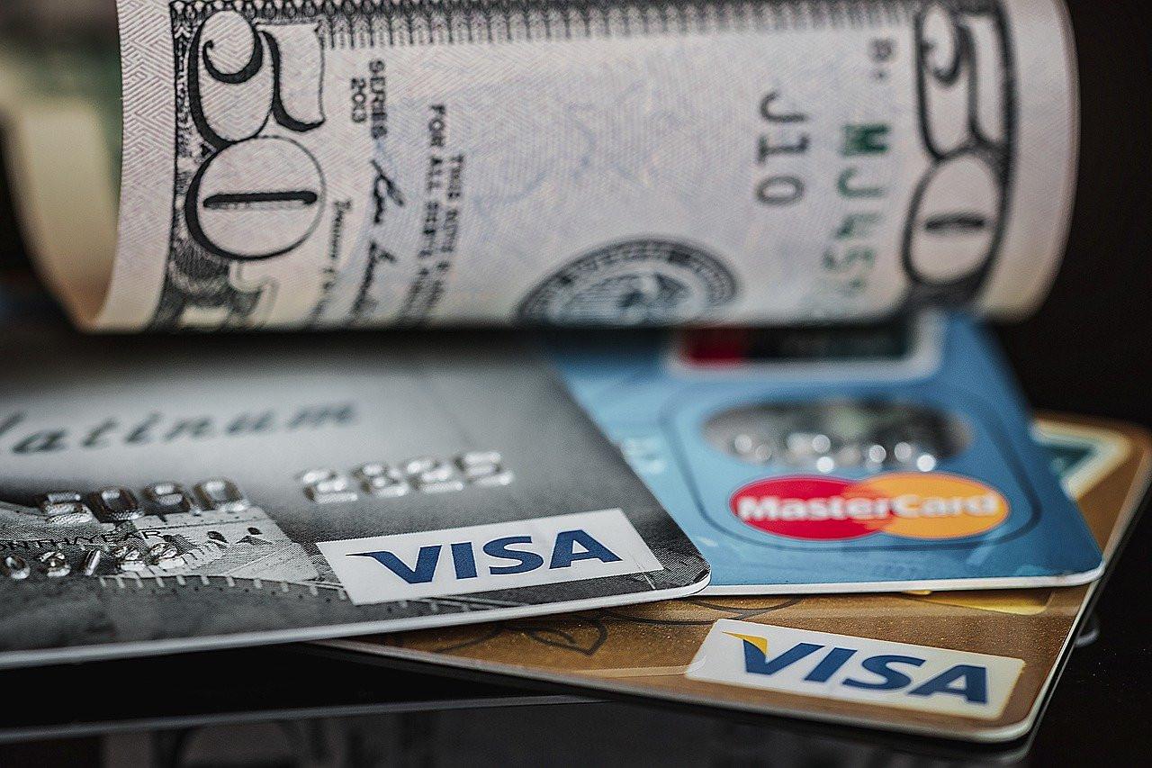 Владельцев банковских карт предупредили о повторном списании денег