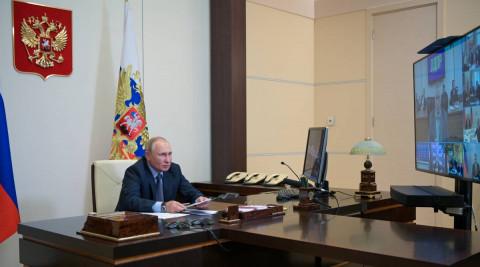 Владимир Путин поздравил партию с убедительной победой на выборах в Госдуму