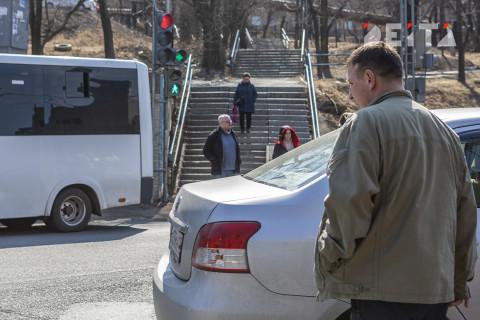 Правила безопасности для пешеходов Приморья напомнили в ГИБДД