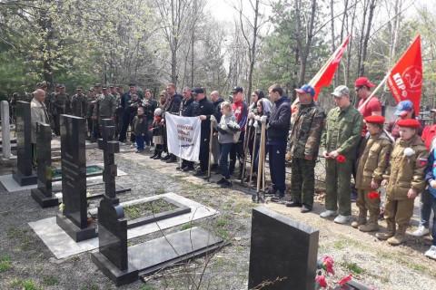 Уборку памятных мест проводят добровольцы Уссурийска