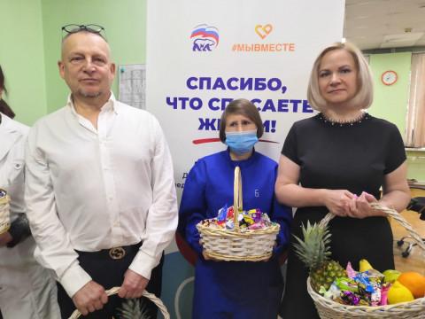 Передовые отряды медиков Приморья получают подарки и поздравления