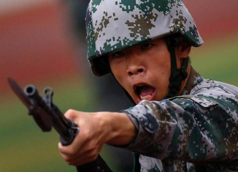 """Китай вооружает Киргизию против """"трех сил зла"""""""