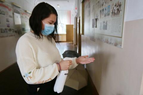 Санобработка, измерение температуры, и маски: как работают УИКи Владивостока