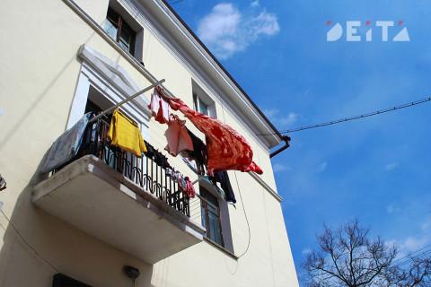 Дети выпали из окна в Южно-Сахалинске, следователи начали проверку