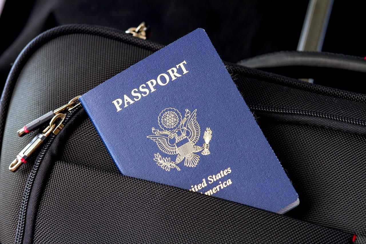 Россияне массово скупают паспорта других стран
