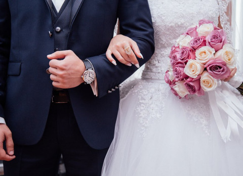 Россиянам разрешили жениться в больнице и дома