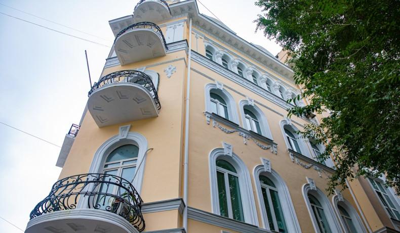 Фасады зданий во Владивостоке активно обновляют