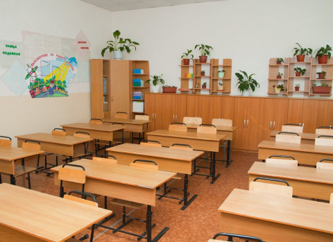 Российские школьники сядут за парты, но с ковидными ограничениями