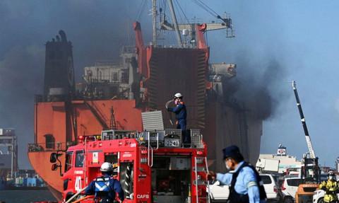 Пожар на российском судне в японском порту уничтожил автомобили