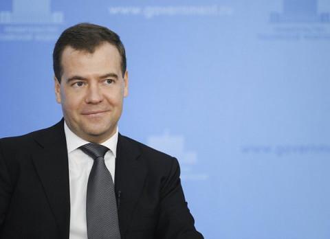 Медведев наносит удар: экс-премьер рвется в главное кресло