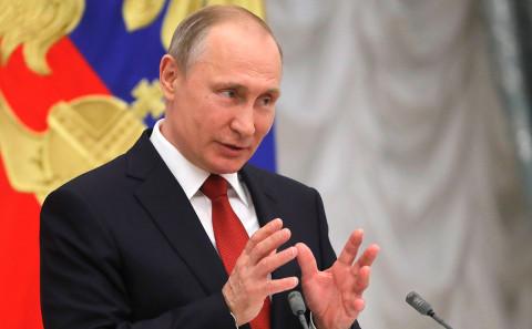 Путин поручил ограничить интернет ради детей
