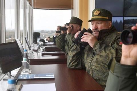 Лукашенко отправит в армию протестующих студентов