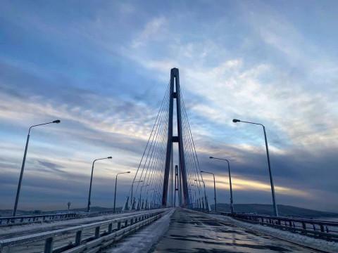 Обледенение Русского моста назвали уникальным случаем в мировой практике