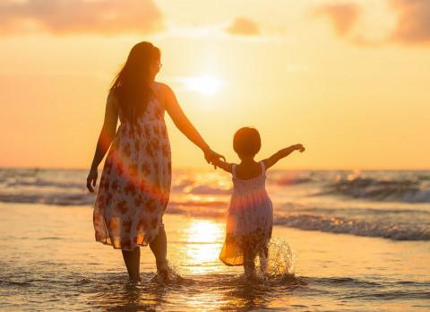 Председатель совета отцов поздравил приморских женщин с Днем матери