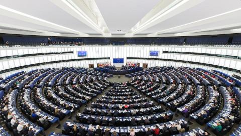 Европарламент потребовал отключить Россию от SWIFT