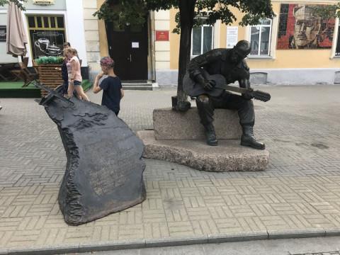 Петь на улицах хотят запретить в России