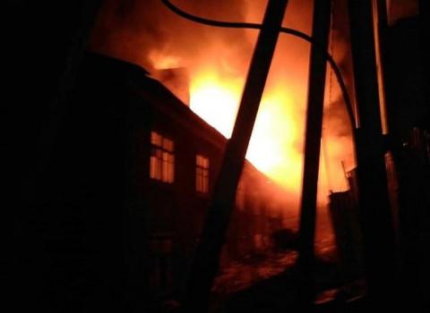 Мощный пожар произошел на складе в Приморье
