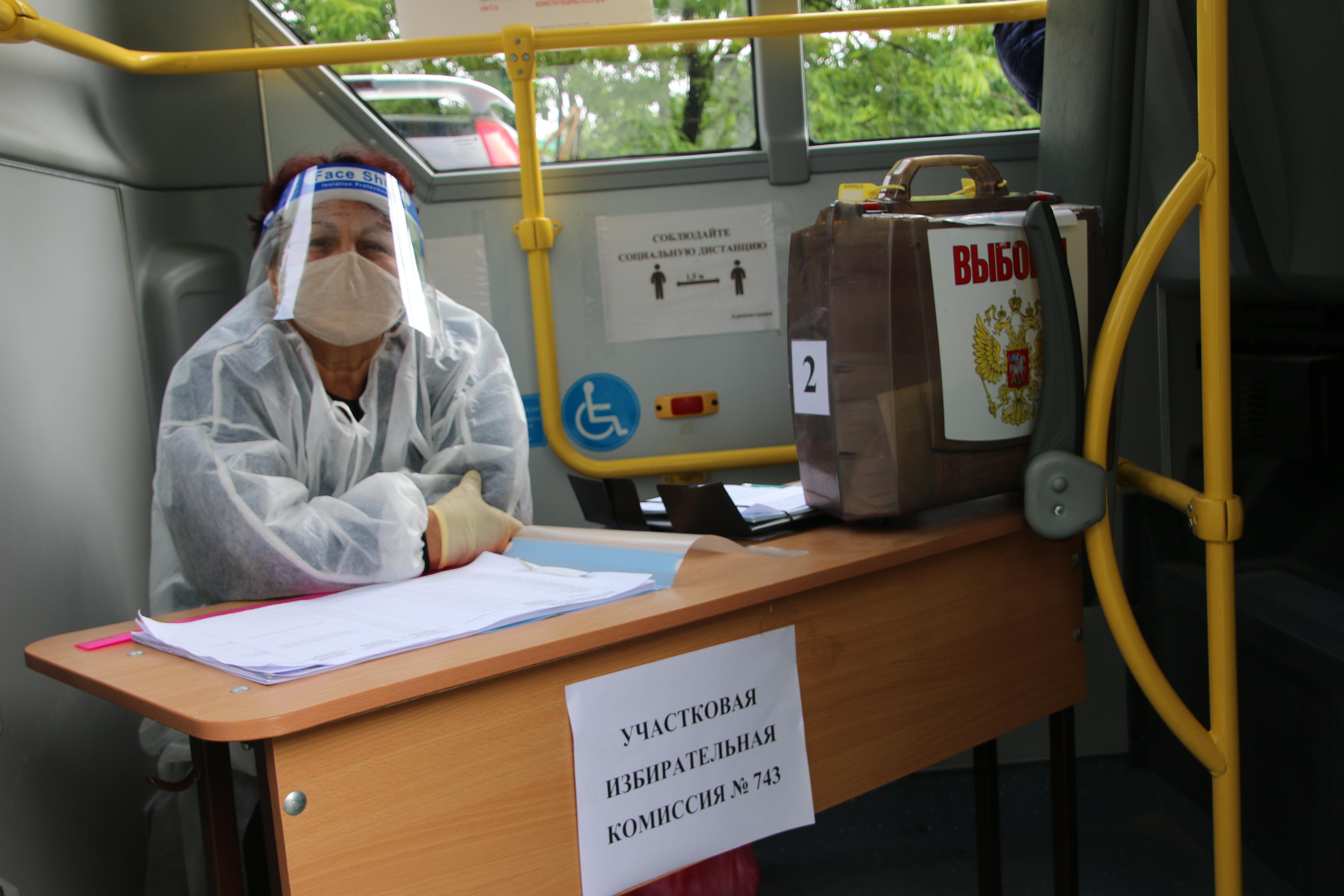 Приморские избиратели активно голосуют на выездных избирательных участках
