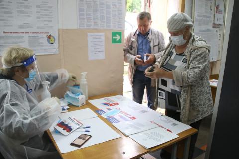 Приморские избиратели с раннего утра участвуют в голосовании по поправкам в Конституцию
