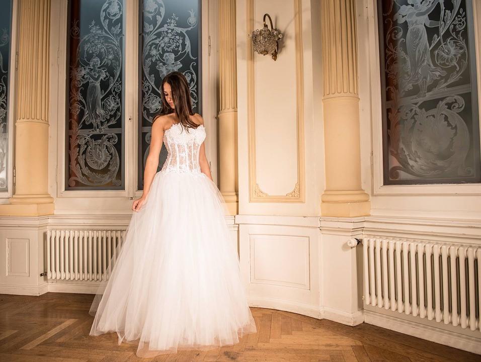 Свадебные платья на 3,5 миллиона рублей похищены из бутика