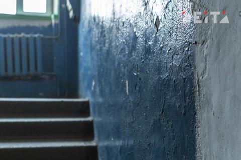"""""""Сколько денег списали?"""": скандал из-за ремонта в подъезде разгорается во Владивостоке"""