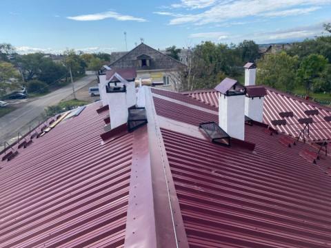 Капремонт в Приморье: ремонтируют крыши и заменяют лифты