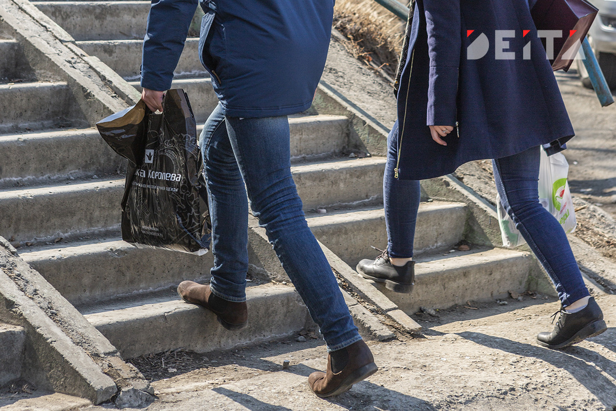 Деньги только на еду и одежду: россияне признались в нищете