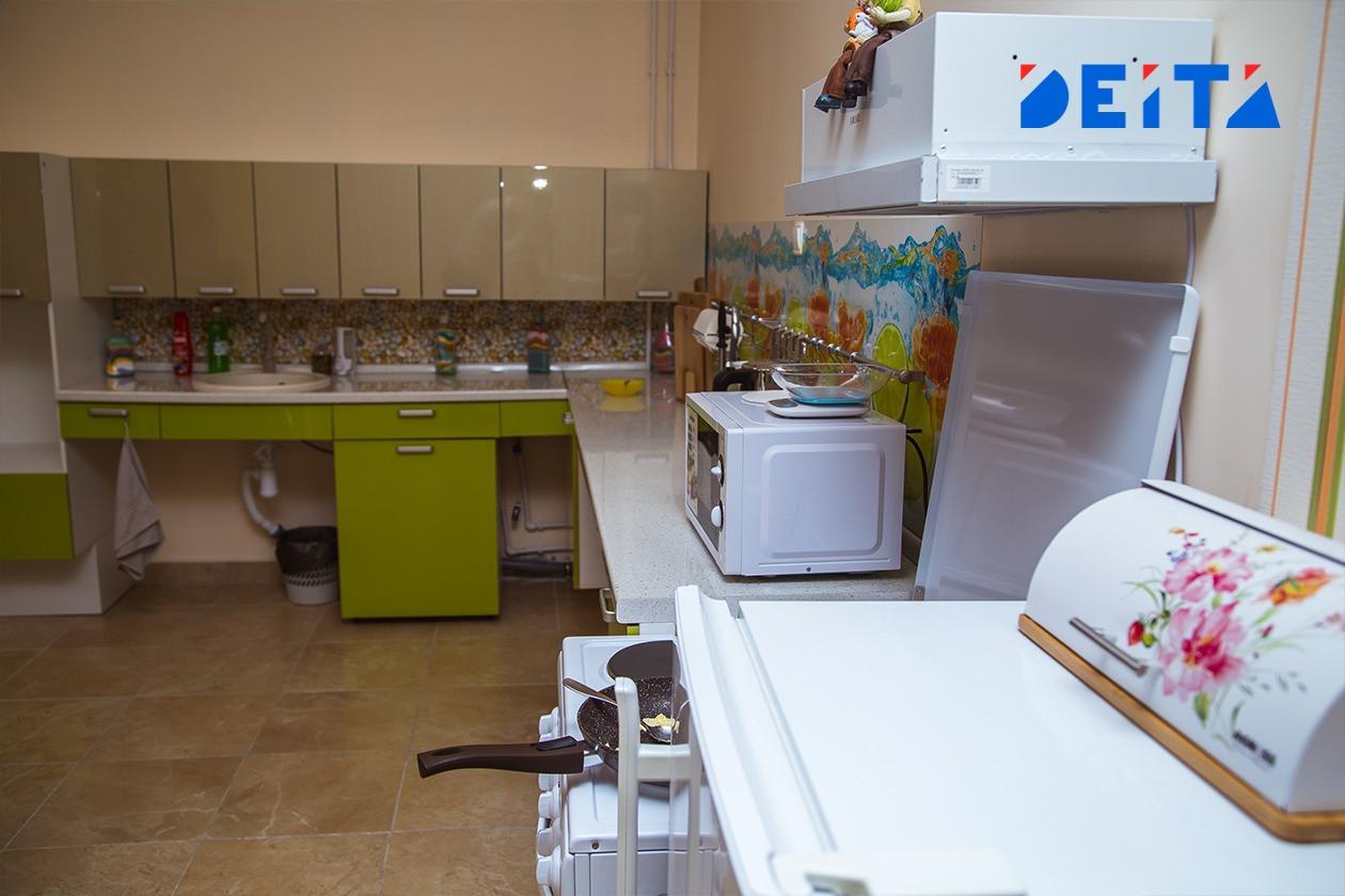 Простой способ поможет сохранить холодильник в чистоте
