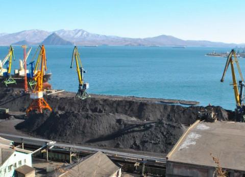 Бьют рекорды: все больше угля грузят на Дальнем Востоке