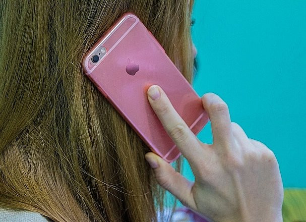 Как помочь смартфону дожить без подзарядки до вечера, рассказал эксперт