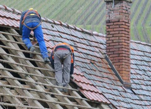 Протекающую крышу починили за день после нагоняя прокуратуры