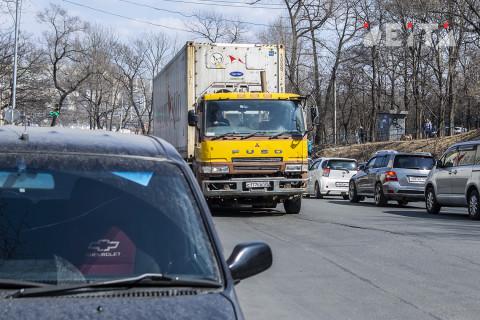 Владивостокцы встали в заторы воскресным утром