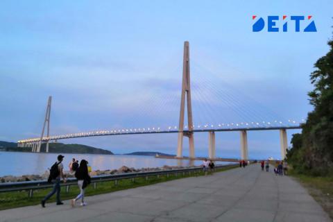 Закрытие Русского моста спровоцировало многокилометровую пробку