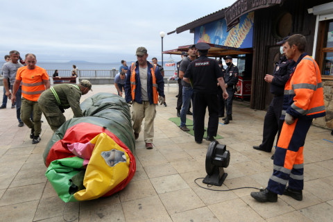Полицейские изъяли батут с набережной Спортивной гавани Владивостока