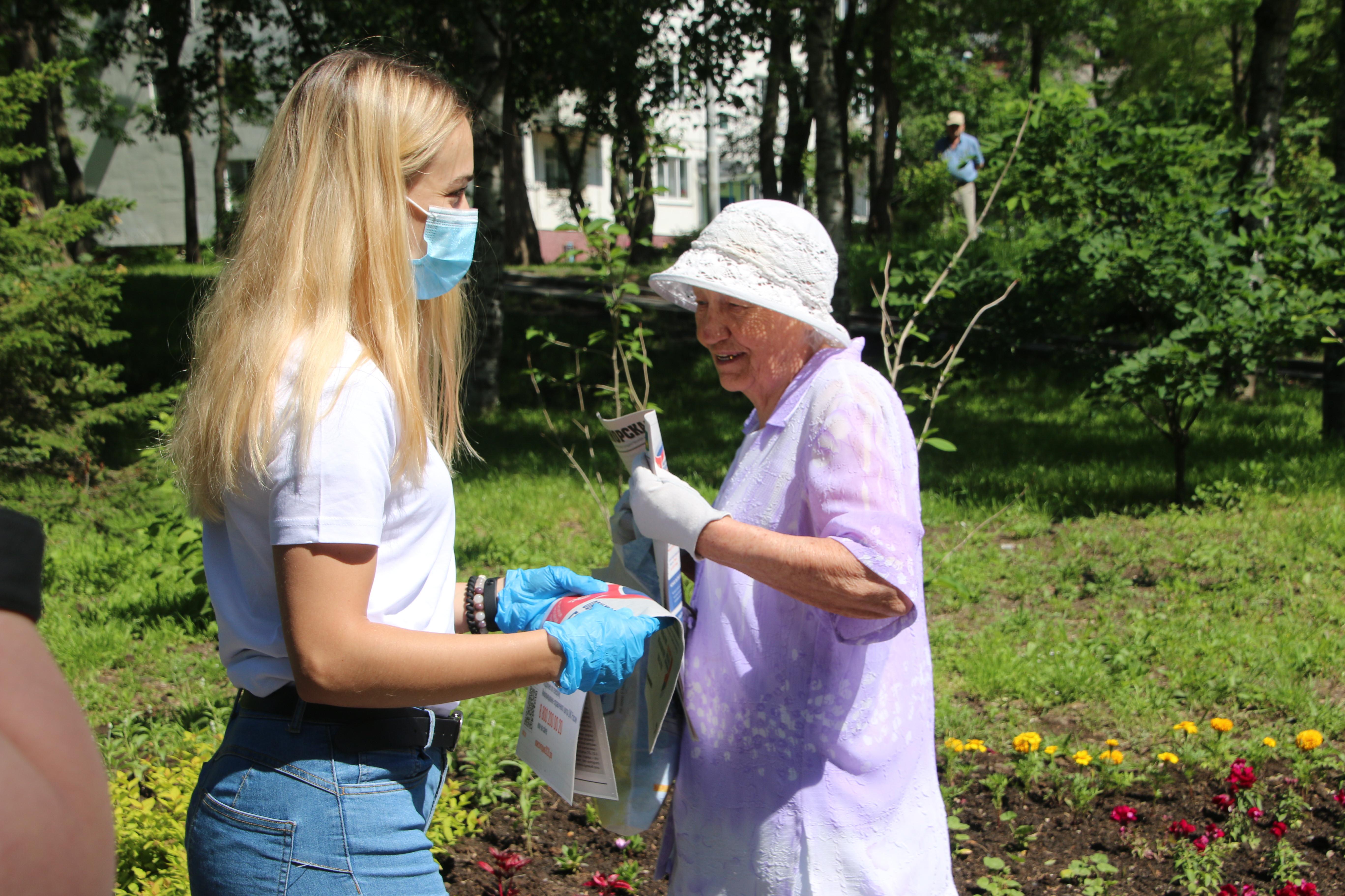 Приморские волонтёры получили награду из рук губернатора за работу в период эпидемии