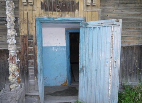 Следователи занялись аварийным домом в центре Владивостока