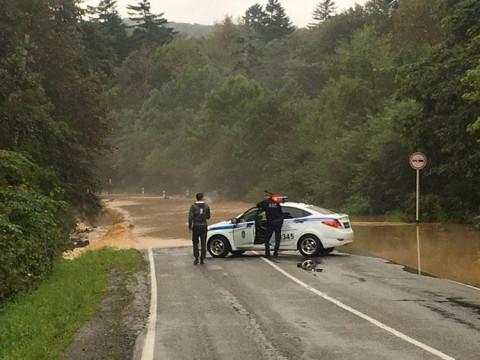 Проезда нет: дожди заблокировали дороги Приморья