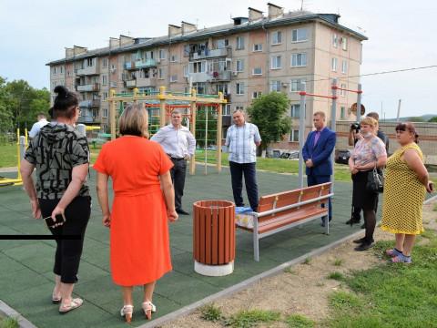 Жители сёл Уссурийска рассказали депутату ЗакСобрания о своих проблемах