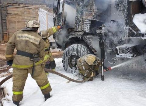 Жителей камчатского села массово эвакуируют из-за пожара