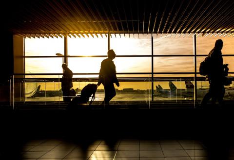 Хабаровчанину, бросившему детей в аэропорту, вынесли приговор