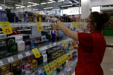 Поднять зарплату продавцам просят власти