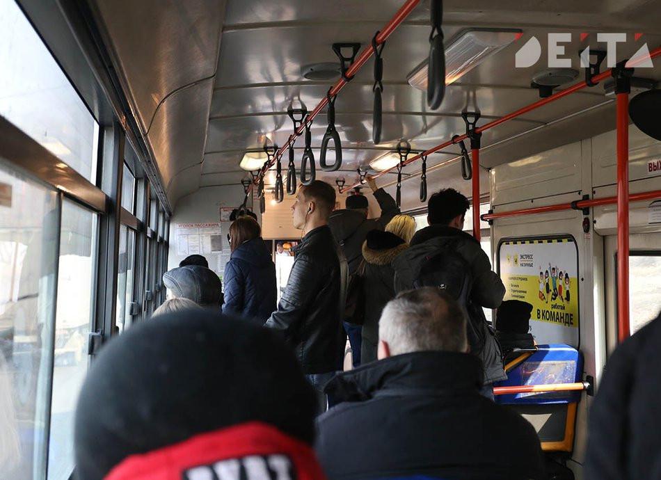Драка пассажира и кондуктора в Хабаровске попала на видео