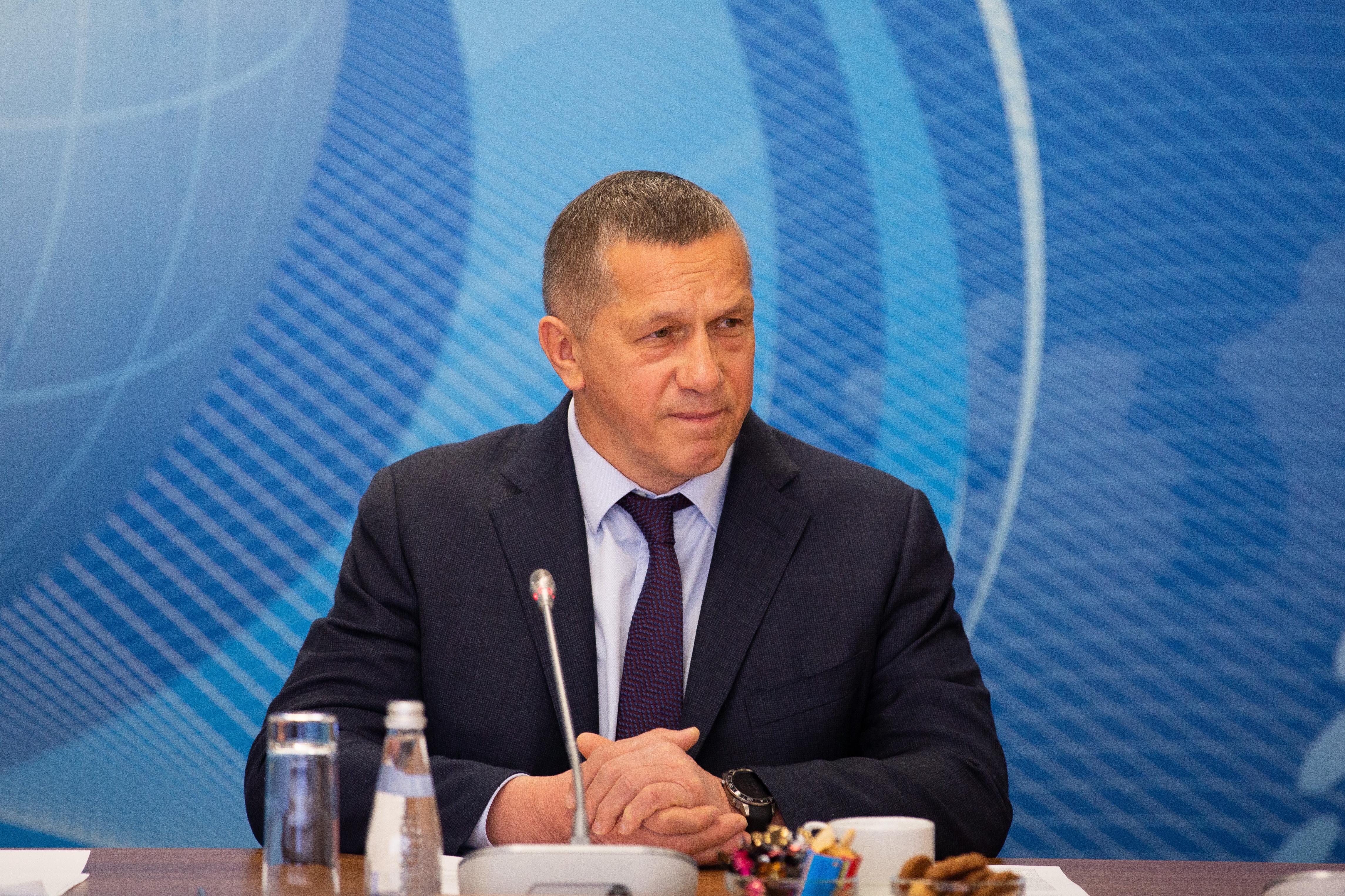 Сахалин и Камчатка требуют от Трутнева «плюшки» от Севморпути