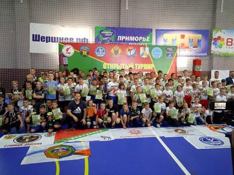 Более 150 кикбоксеров Приморья приняли участие в турнире, посвященном Дню пограничника